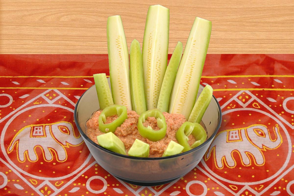 Зеленчуци със суров сос от нахут и слънчоглед