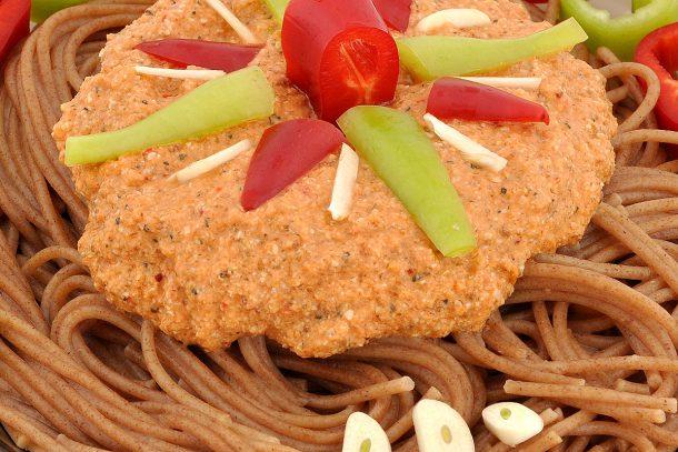 Пълнозърнести спагети от ръж със суров сос от кълнове - рецепта