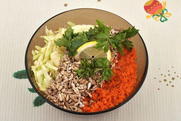 Покълнал слънчоглед, зеле и моркови