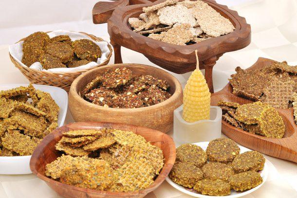 Какво ядат суровоядците? - Крекери сушени на 47 градуса. Съдържание - зеленчуци, покълнали семена и ядки, подправки.