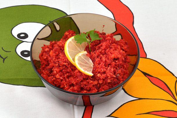 Какво ядат суровоядците? - Салата от моркови и червено цвекло.