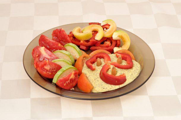 Какво ядат суровоядците? - Зеленчуци със суров сос, запазваш ензимите на покълналите семена.
