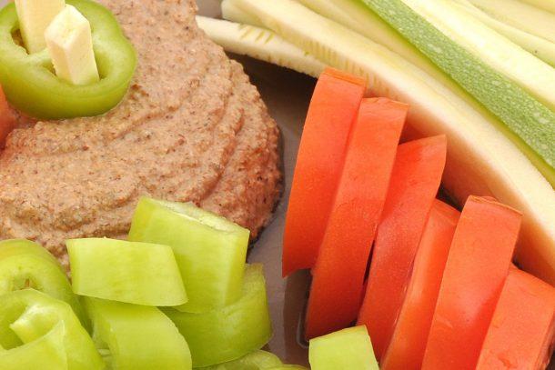 Какво ядат суровоядците? - Зеленчуци и суров сос.