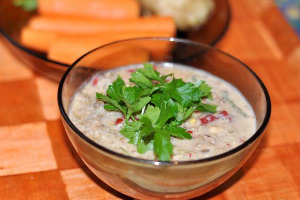 Какво ядат суровоядците? - Яхния от покълнали семена, сушени зеленчуци, сусамов тахан и вода.