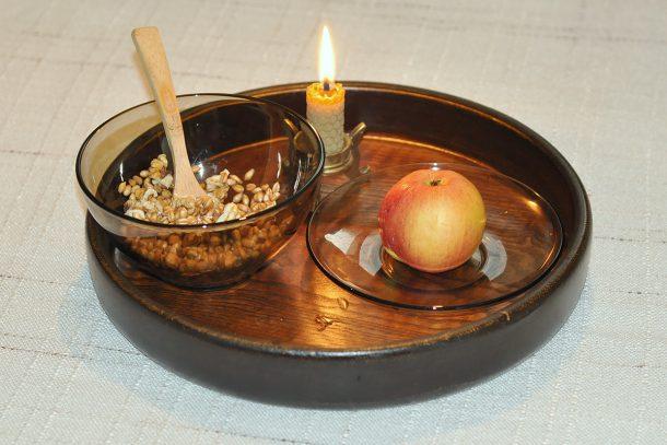 Какво ядат суровоядците? - Житен режим - жито, ябълка и орехи.
