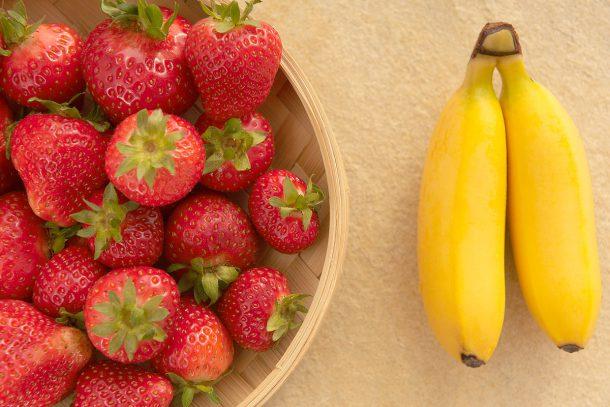 Ягоди и банани