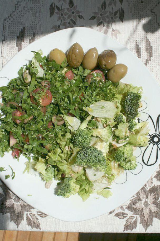 salata-s-rukola,-maslini,-ajsberg,-brokoli