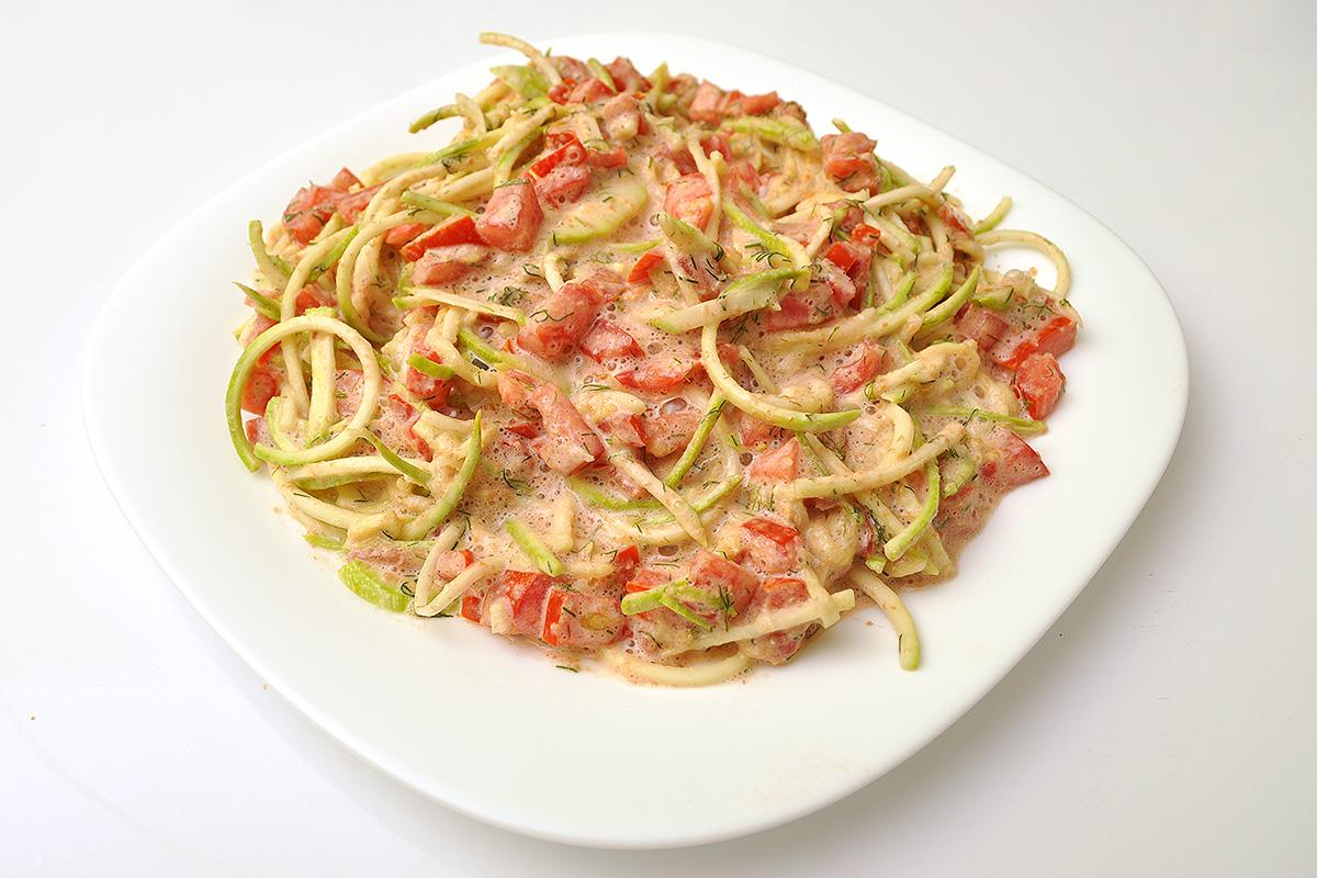 зеленчуков спагети със сос
