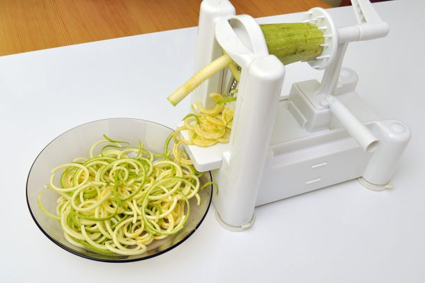 Приготвяне на спагети със спиралайзер