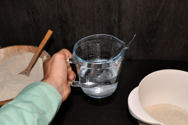 Сода за хляб във вода