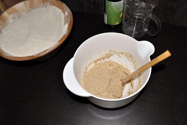 Забъркваме тестото от брашно от лимец