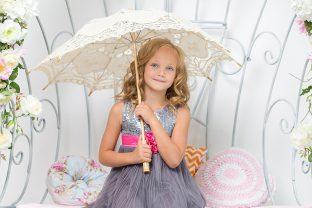 момиче с чадър