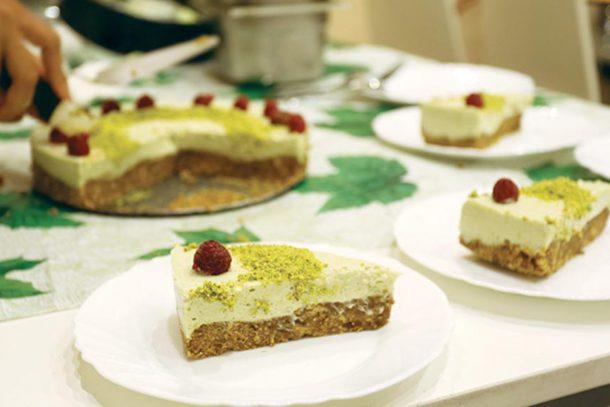 Рецепта за сурова веган торта от Вѣган Кулинарно Атѣлие Très Bien