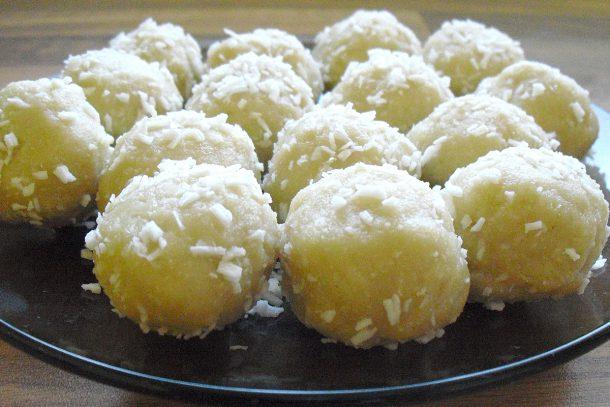 Сурови кокоски с цял покълнал бадем