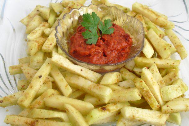 Сурови пикантни хрупкави пръчици от алабаш с доматен сос