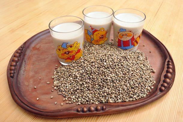 Ядково мляко от покълнал коноп, подсладено със стевия и круши