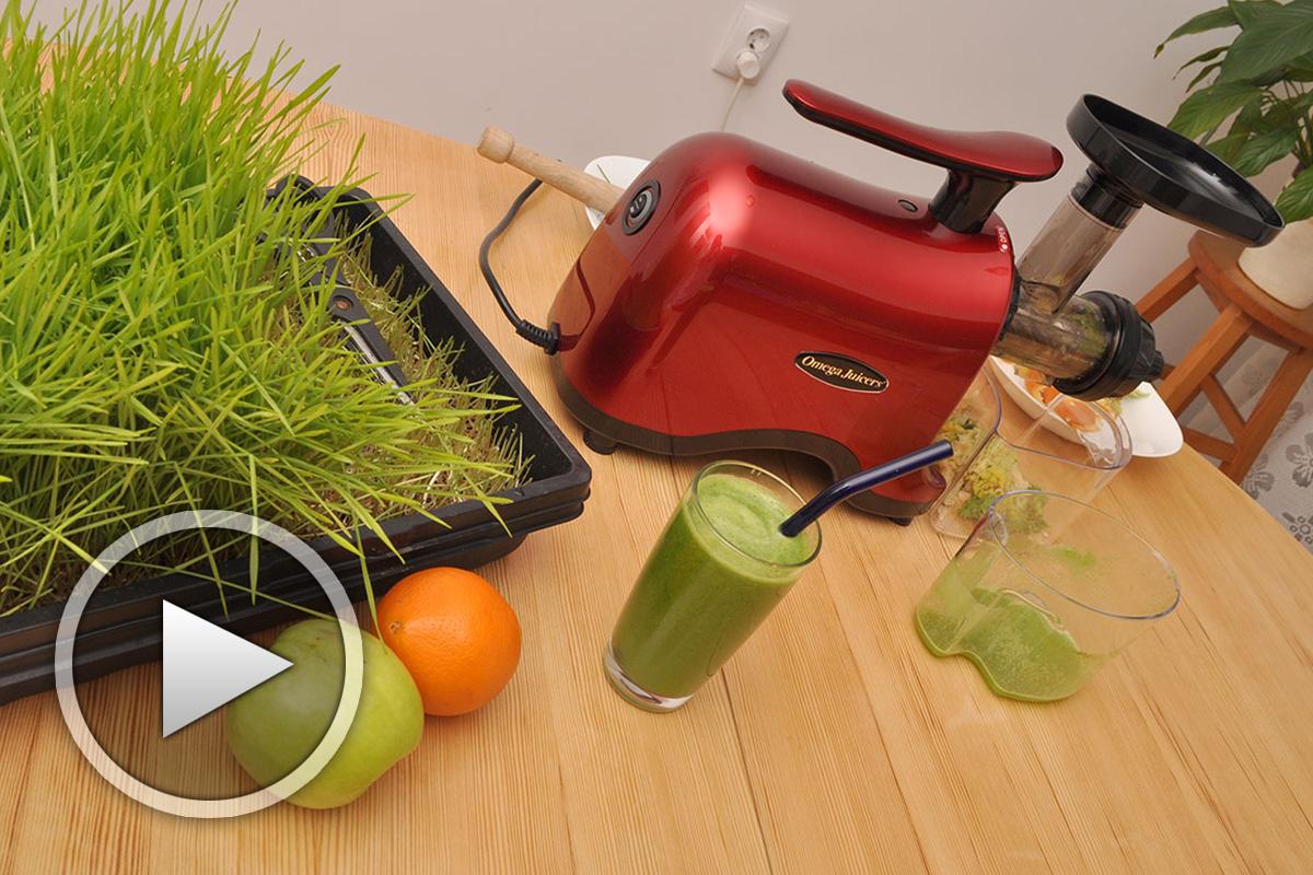 Сок от житена трева с ябълка и портокал
