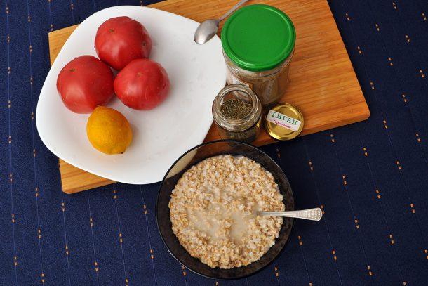 Овесена яхния с домати и сусамов тахан