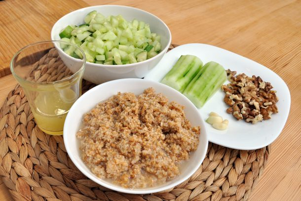 Рецепта за нещо като гъст таратор, но с лимец и орехово мляко