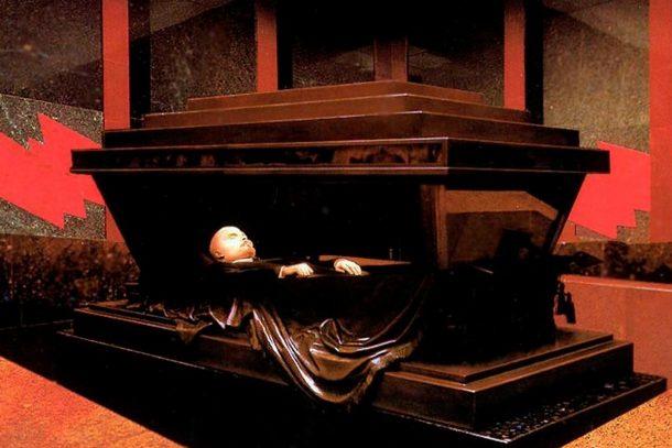 Мавзолеят на Ленин - най-голямата открита черна магия на света
