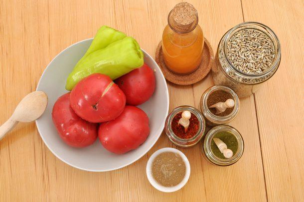 Ръжена яхния с чушки и домати